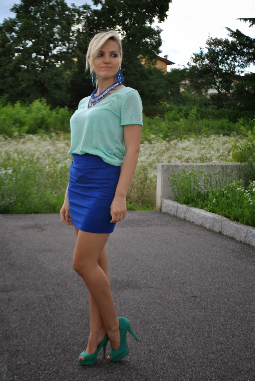 outfit blu e verde acqua orecchini blu con zirconi blu collana majique con pietre blu scarpe verdi tacchi verdi come abbinare le scarpe verdi fashion blogger italiane fashion blogger bionde outfit luglio 2014outfit estivi outfit estate 2014 outfit di mariafelicia magno fashion blogger di colorblock by felym come abbinare gli accessori blu outfit con accessori blui
