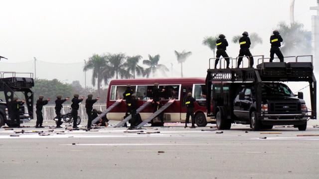 Cảnh sát đặc nhiệm diễn tập cảnh khống chế nhóm khủng bố giải cứu con tin (Ảnh Internet)