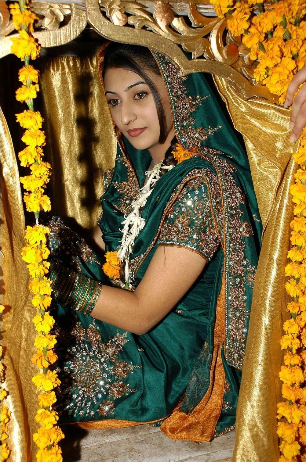 Latest Fashion Of Mehndi Dresses In Pakistan \u2013 Pemerintah