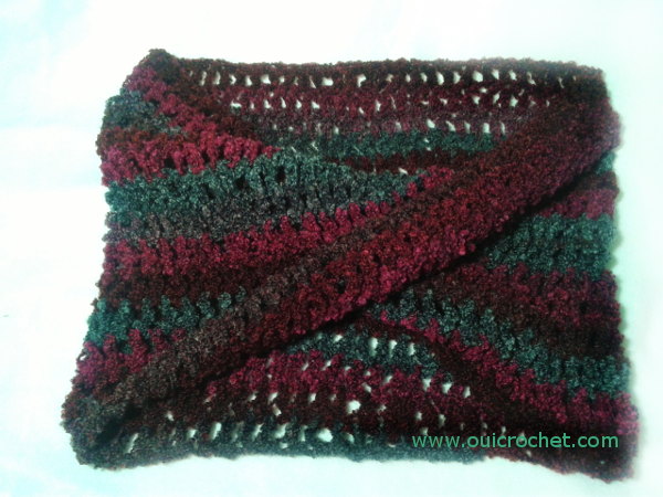 Free Crochet Patterns For Boucle Yarn : Oui Crochet: With a Twist Infinity Cowl {Free Crochet Pattern}