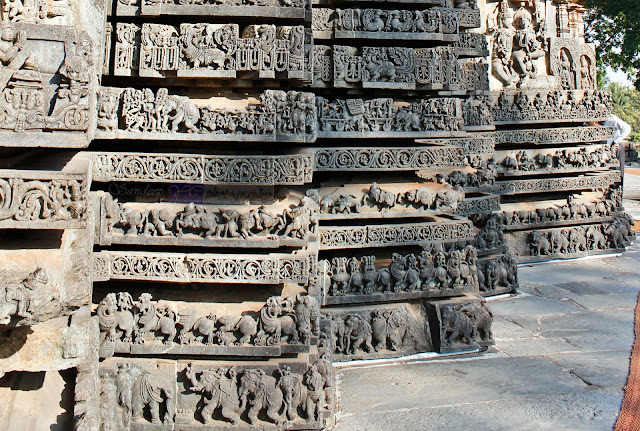 Friezes on the base of the temple on the zig-zag structure
