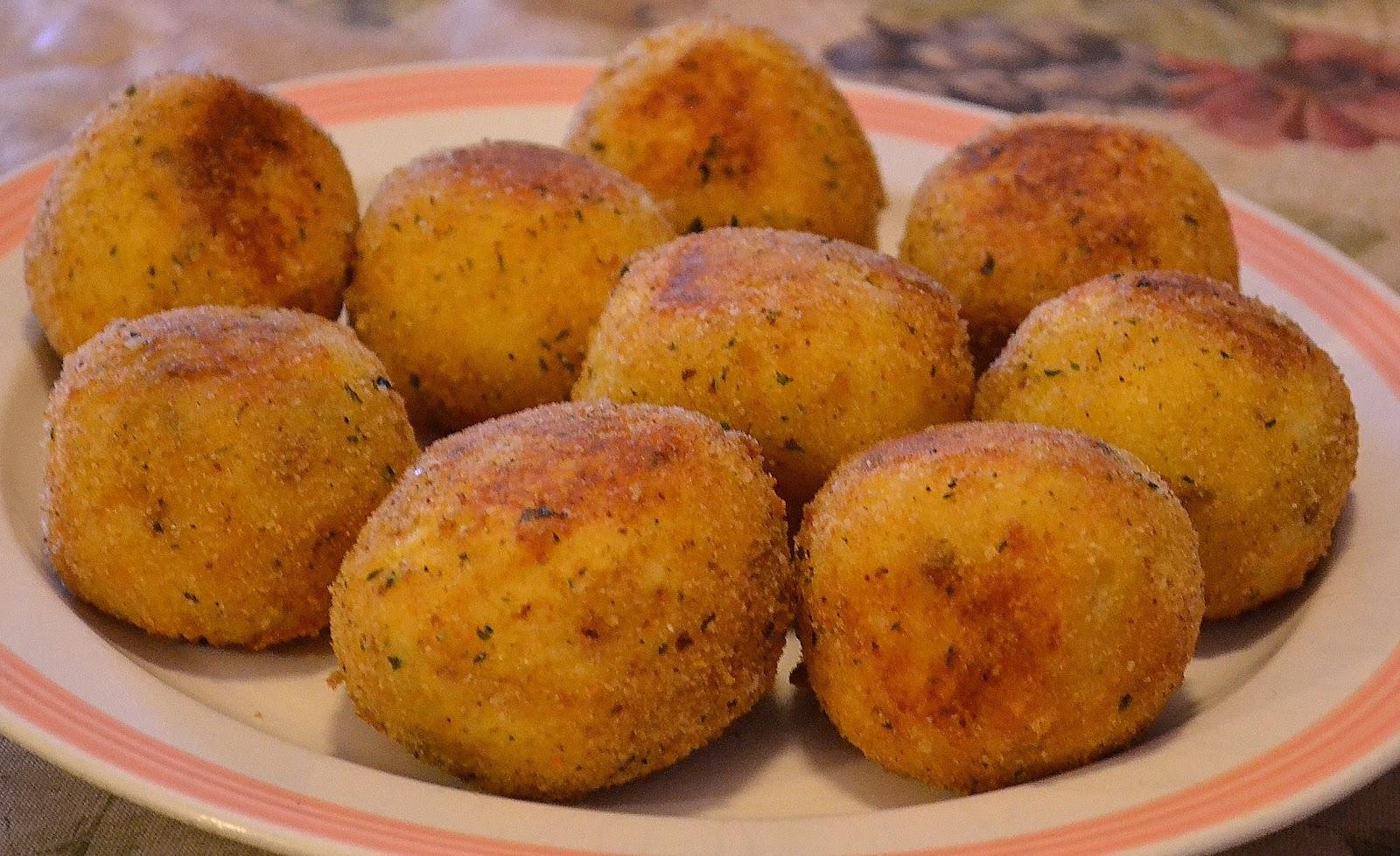 La Bella Sicilia: Arancini (Sicilian Stuffed Rice Balls)