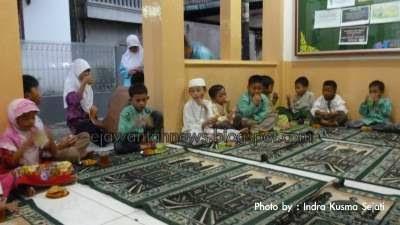 http://ejawantahnews.blogspot.com/2014/08/sambut-dirgahayu-ri-ke-69-warga-cibubur-syukuran.html