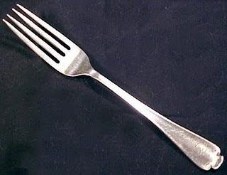 من اخترع شوكة الطعام؟