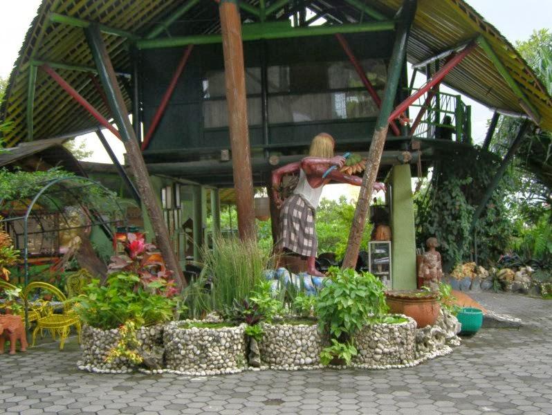 Museum Affandi yang terletak di samping jembatan Gajah Wong