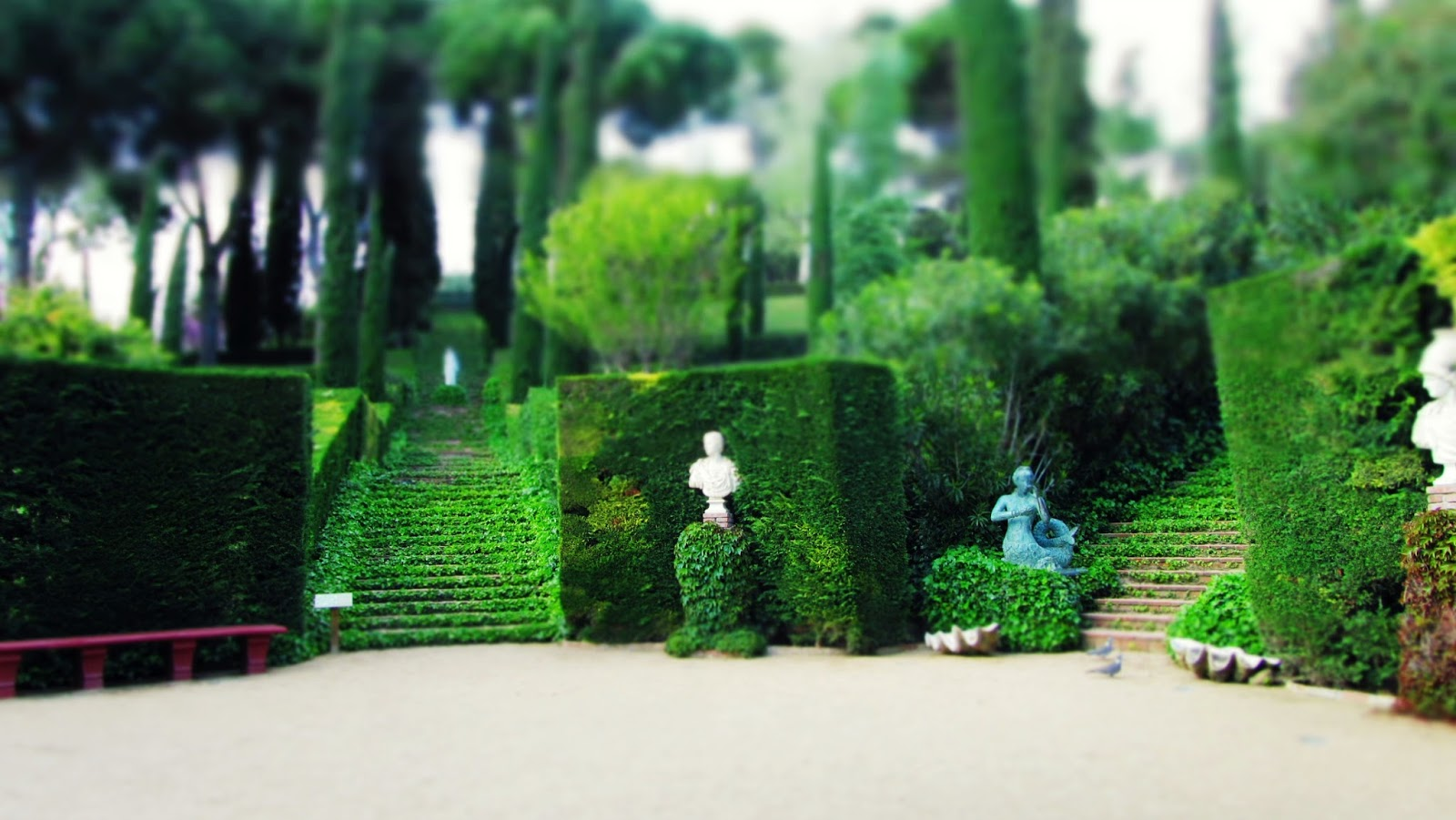 http://sussysmediterraneantreasures.blogspot.de/2013/02/santa-clotilde-gardens-place-between.html