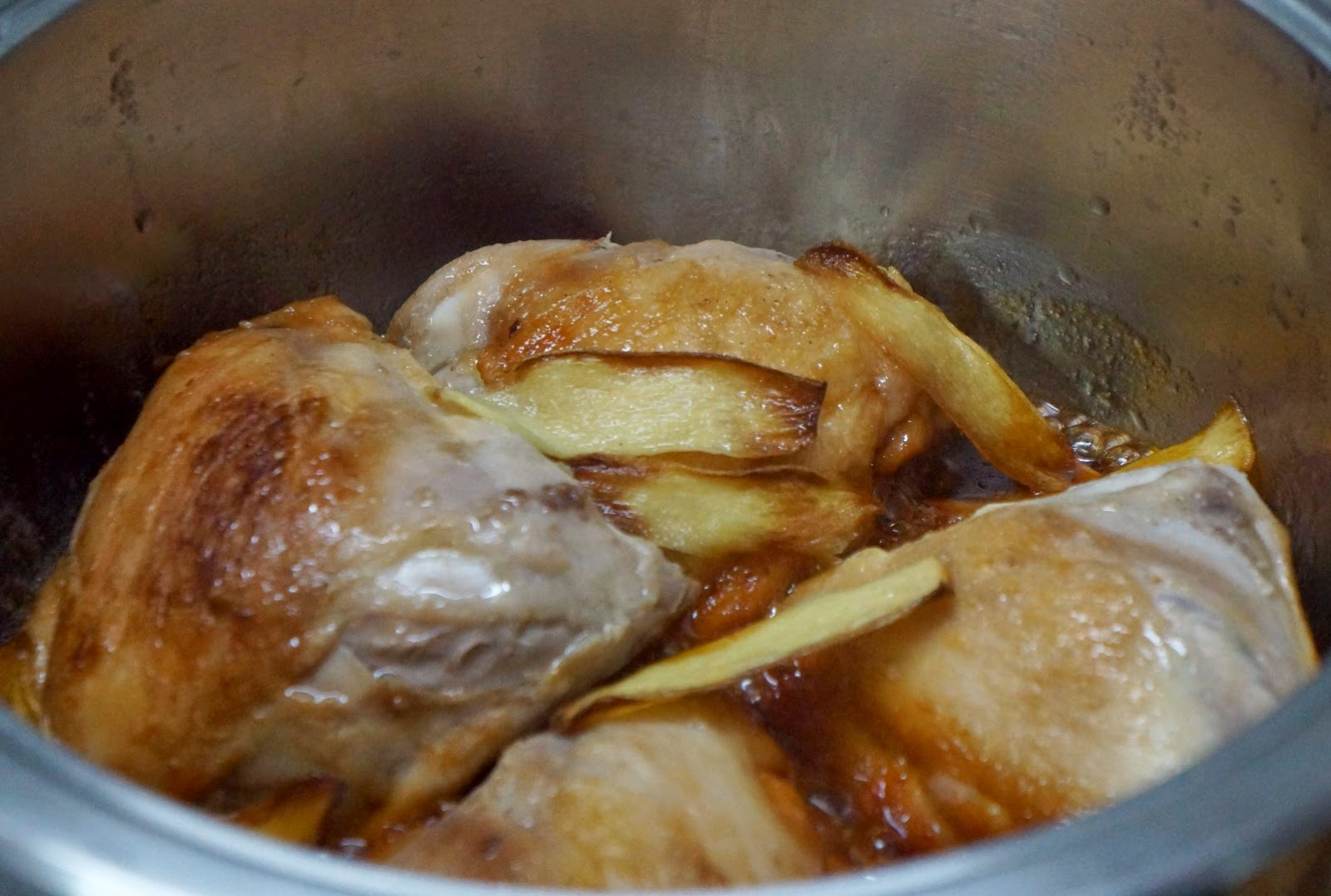 Caramelized Chicken With Ginger Cooking