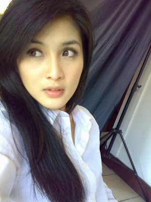 Indonesia Hot Actress Sandra Dewi