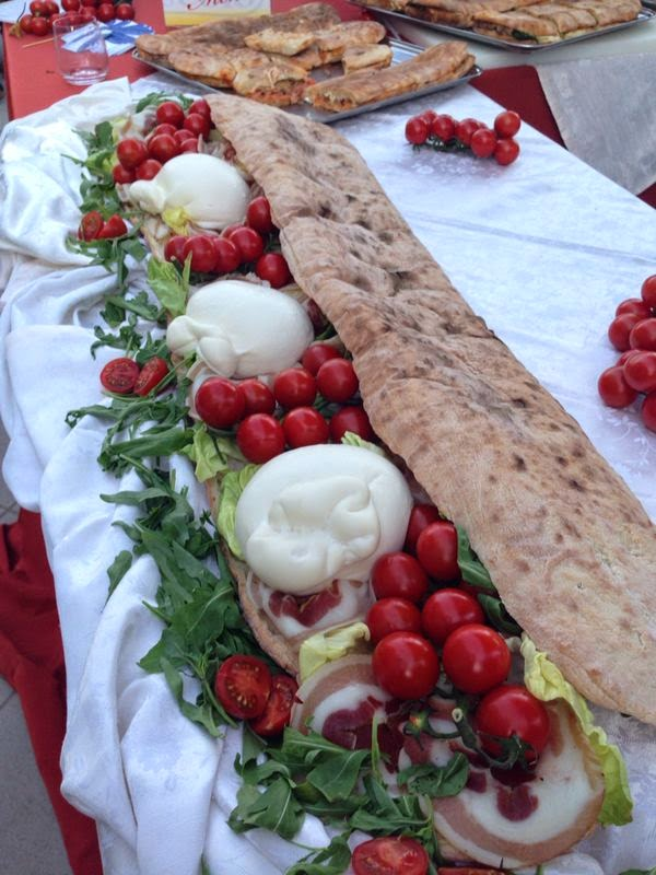 Street_food_Gambero_Rosso_Cibo_da_strada_guida_gastronomica_arancino_crocchè_panella_piadina_panuozzo
