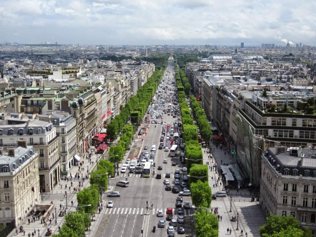Fashionable Shops In Paris