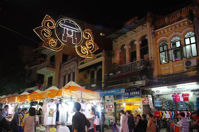 Mercado noturno (night market) em Hanói, Vietnã