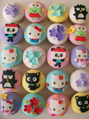 Primera Cita [Natsuki priv] Hello-Kitty-and-Friends-Cupcakes