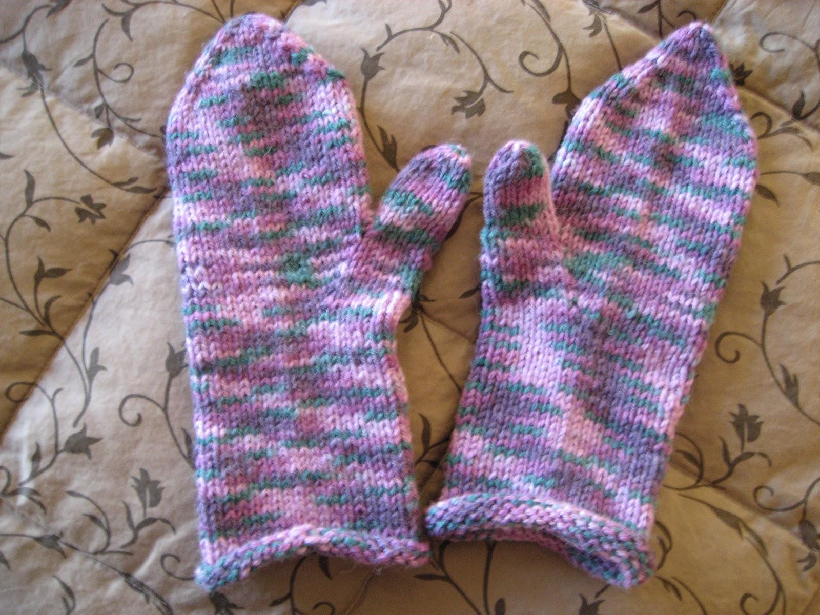 Red Hat Knitter: Still Knitting