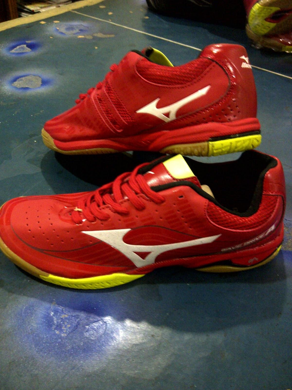 Sepatu Tenis Meja Mizuno Merah + SOCK  d6b7549ec9