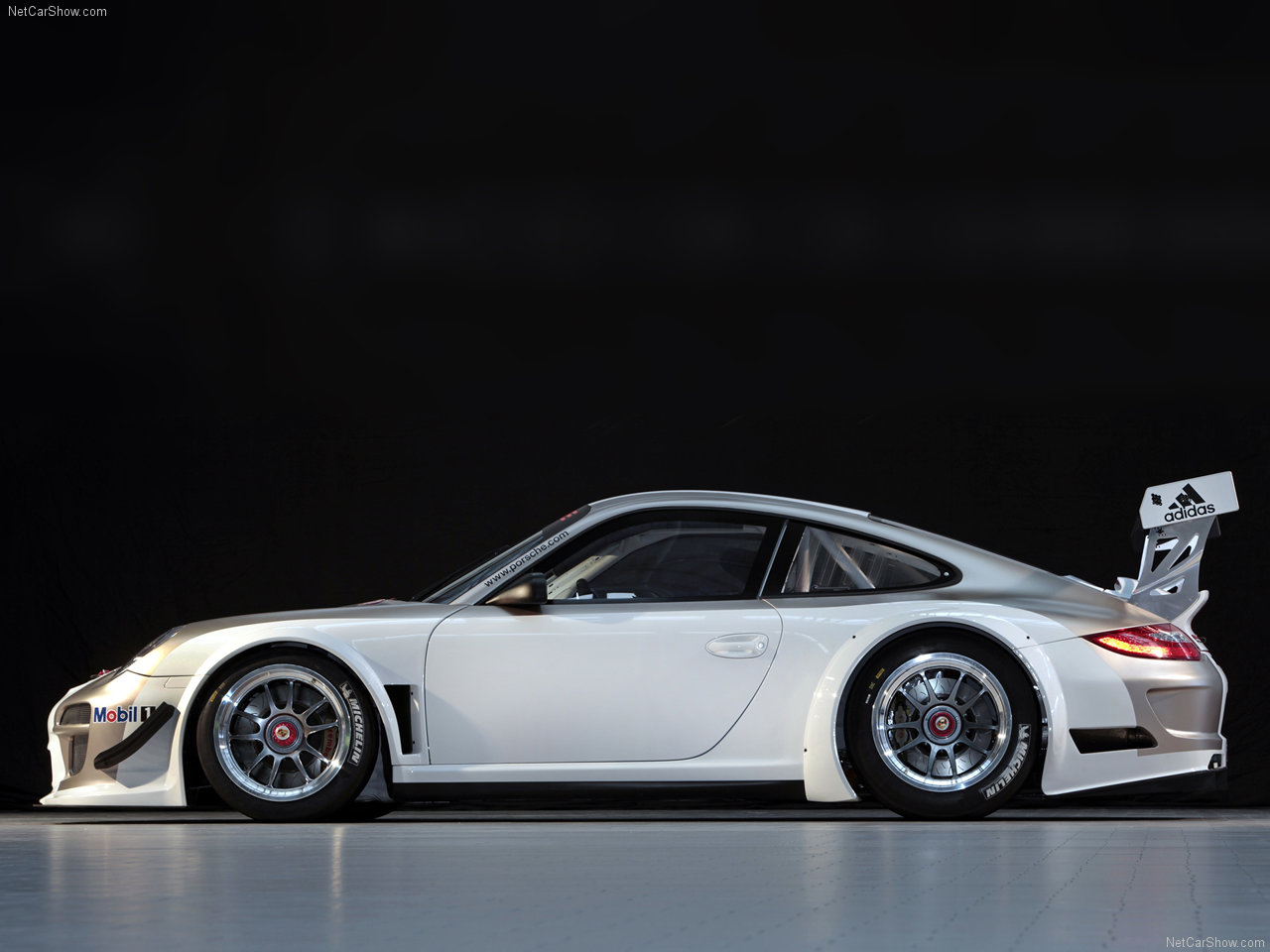http://1.bp.blogspot.com/-esIOADao8sQ/TYc8yO4XxjI/AAAAAAAACO4/modGXaWi_ww/s1600/Porsche-911_GT3_R_2010_1280x960_wallpaper_02.jpg