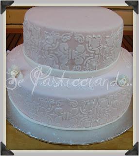 Se pasticciando torta 40 anni in rosa antico e stencil for Piccoli piani di fattoria a 2 piani