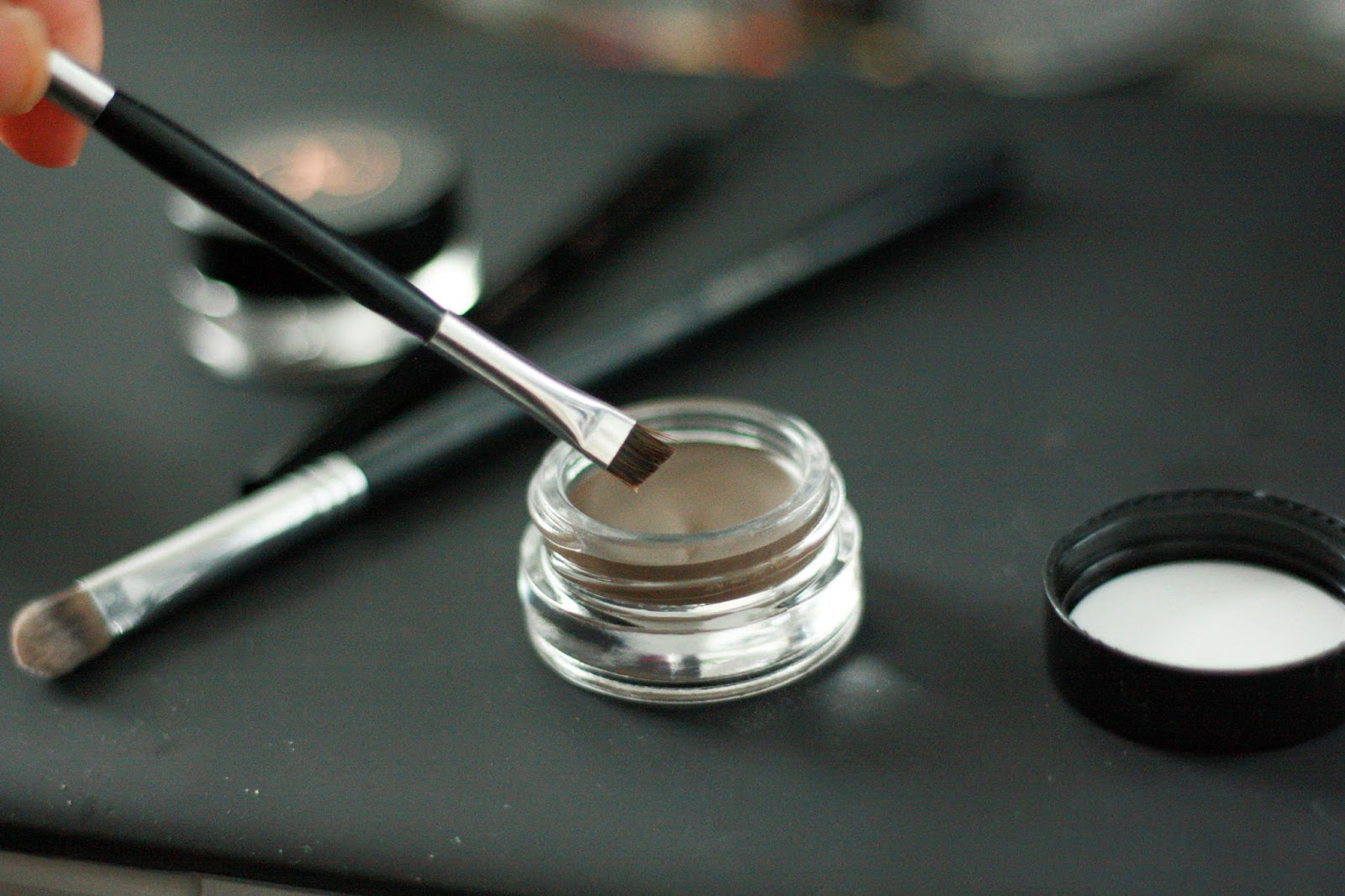 how to make anastasia dipbrow look natural