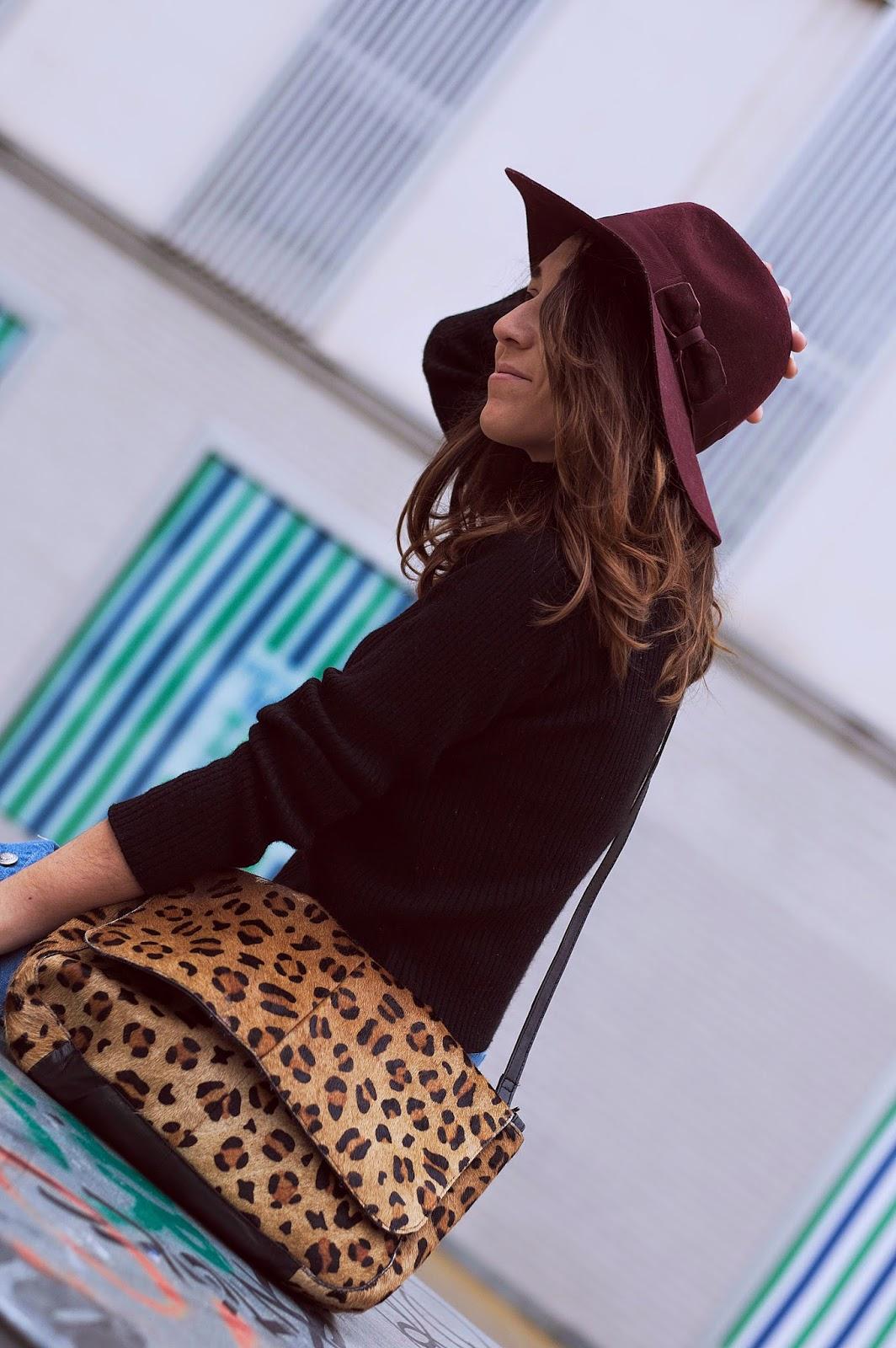 Jersey y falda vintage, bolso day a day, sombrero HM, botas mosqueteras bimba y lola