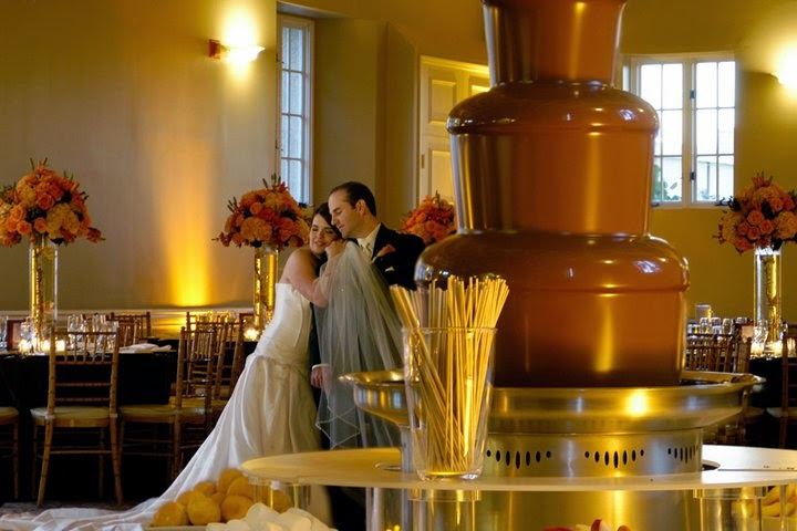 BW Chocolate Fountain: Wedding Cakes or Chocolate Fountain