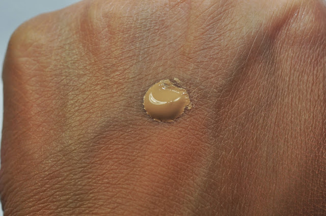 L'Oreal Visible Lift Blur Concealer in Light
