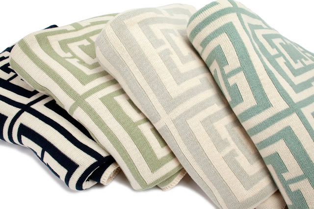 COCOCOZY Logo cotton knit reversible throws in four colors