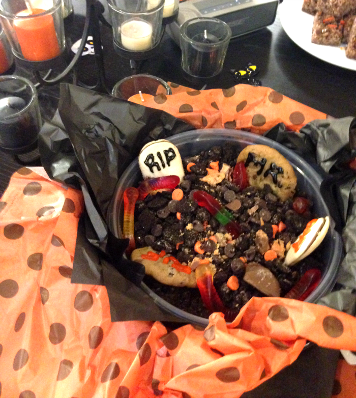 Halloween, Candy, Fall, Halloween Decorations, Recipes, Dirt Cup
