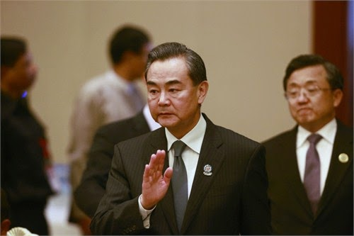 菲律宾外长东盟外长会演讲 王毅崛起屁股直接离席