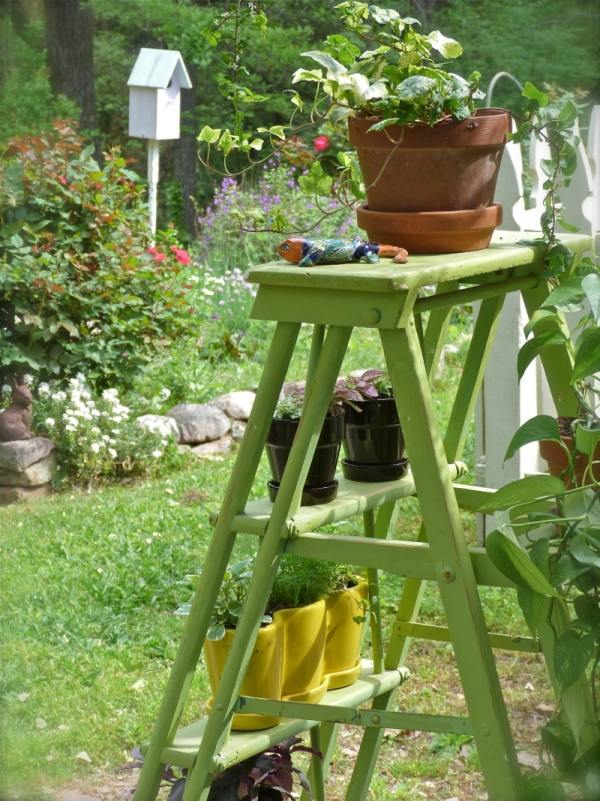 11 ladder plant stand deco ideas the lab on the roof. Black Bedroom Furniture Sets. Home Design Ideas