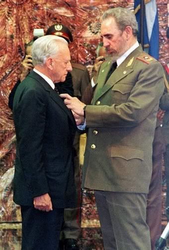 Cuba President Fidel Castro decorates the Grand Master of the Order of Malta, Prince Fra Andrew Bertie, with the order of Jose Marti in Havana