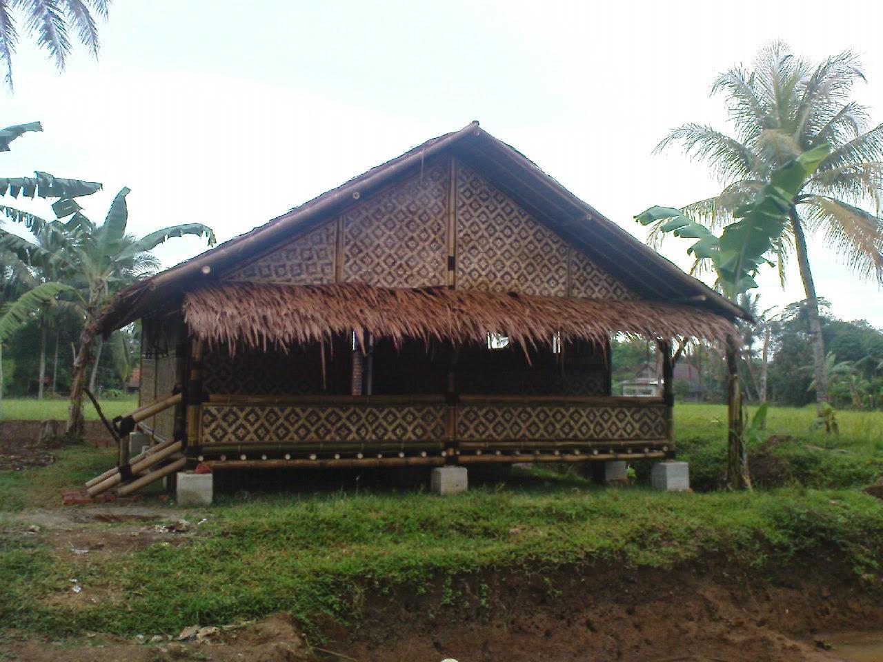 rumah panggung bambu