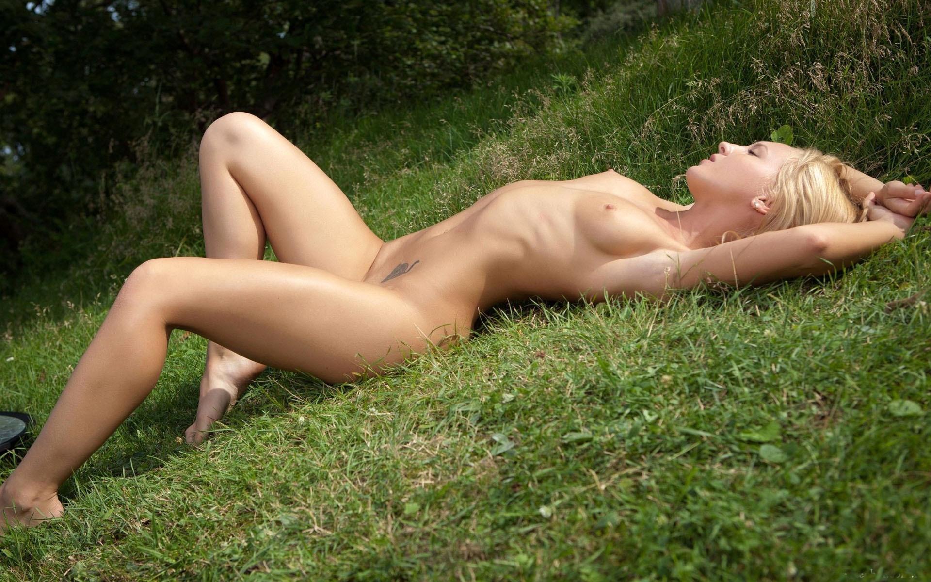 eroticheskoe-foto-na-prirode