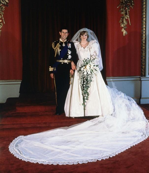 Catherine Duchess Of Cambridge Royal Wedding Dress