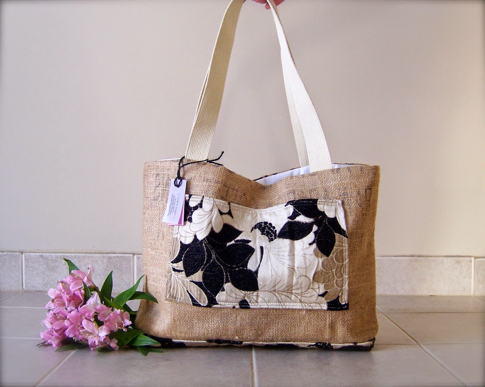 Clean Sound and New burlap tote bag - exterior - linaandvi.blogspot.com