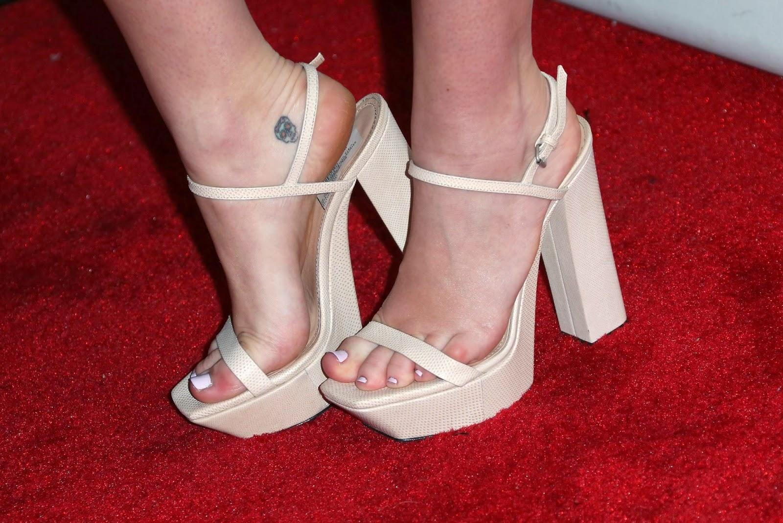 Miley Cyrus   Celebrity Feet