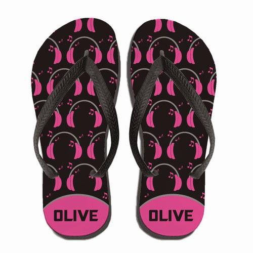 http://www.psychobabyonline.com/cart/9514/32175/Personalized-Boppin-2-the-Beatz-Flip-Flops-Pink/