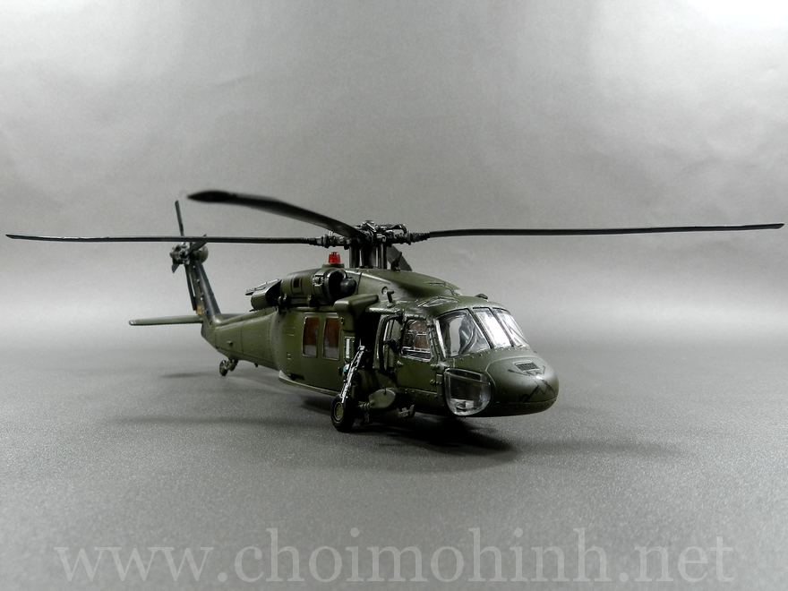 U.S. UH-60 Black Hawk 1:72 Forces of Valor front