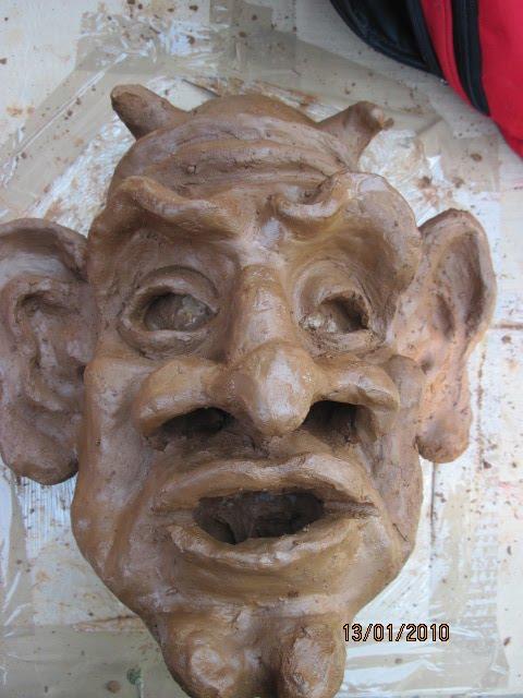 maschera di carta pesta.laboratorio della compagnia francese les grand personn