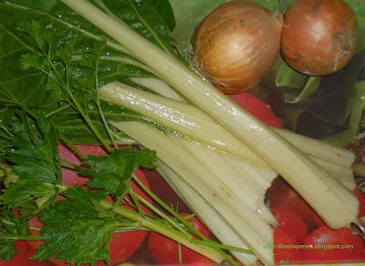 Design Nouilles sautées aux crevettes et légumes du jardin