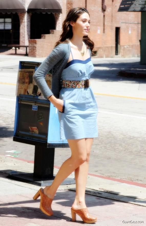 http://1.bp.blogspot.com/-evkTkEUz1_A/TklA8n1vmwI/AAAAAAAAFDc/UJLpJDVR90A/s1600/emmy_rossum_street_fashion%2B%252810%2529.jpg
