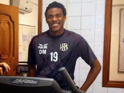 """Corinthians anuncia Betão para futsal e confunde torcida: """"vai assustar a p."""""""