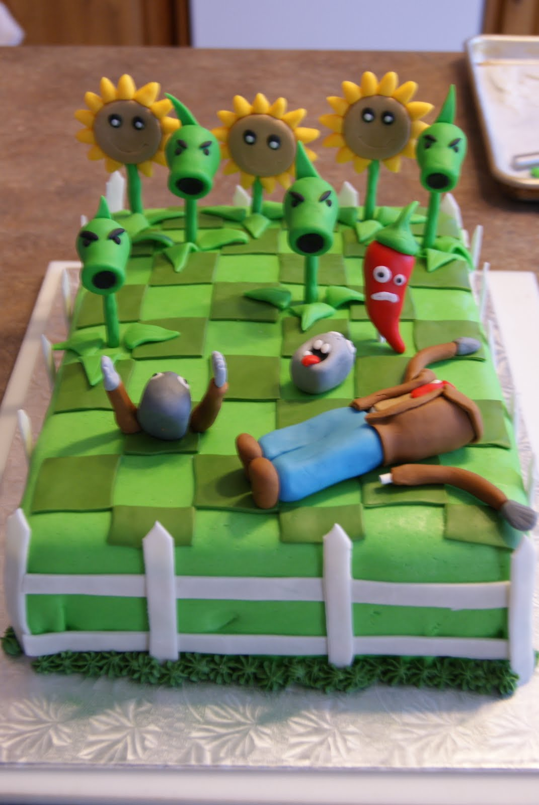 Little Kitchen (or New Hip) on the Prairie: Plants vs Zombies Cake