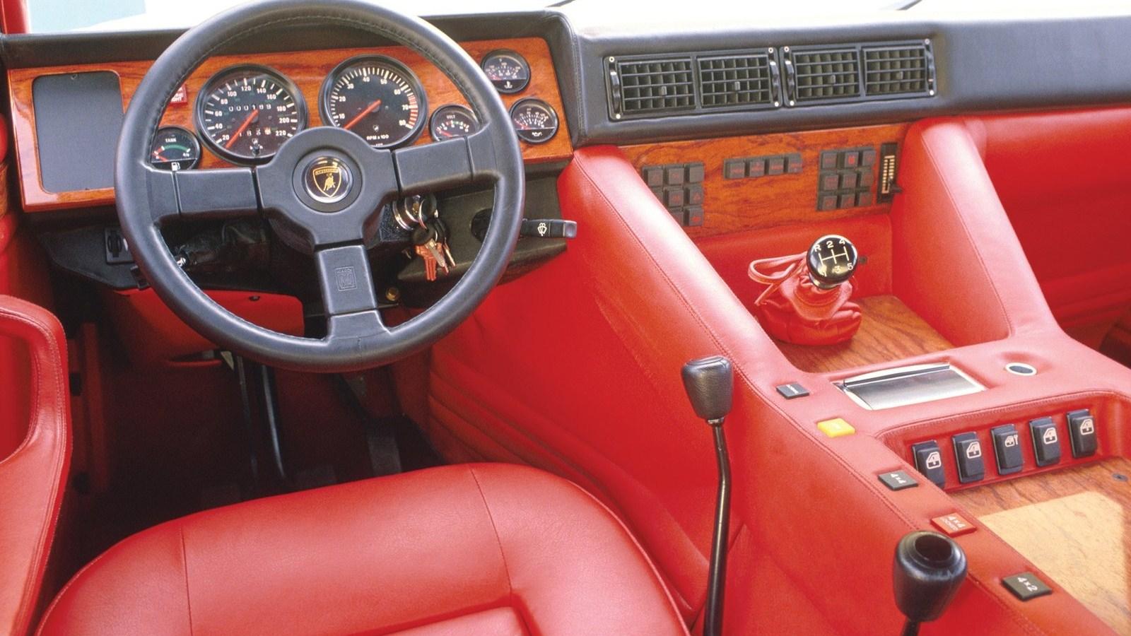 lm002 interior