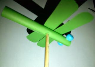 prakarya cara membuat capung kertas 7