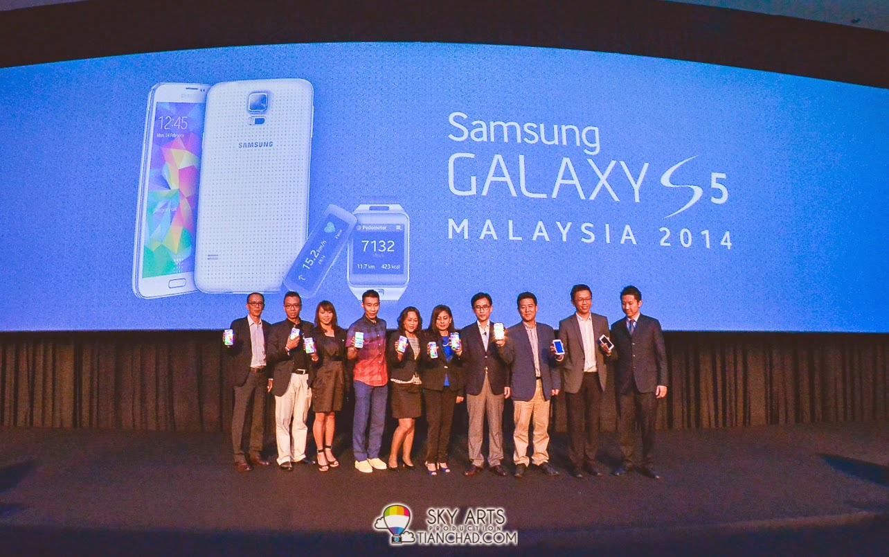 A group photo of VIP and partners for Samsung GALAXY S5 @ Malaysia