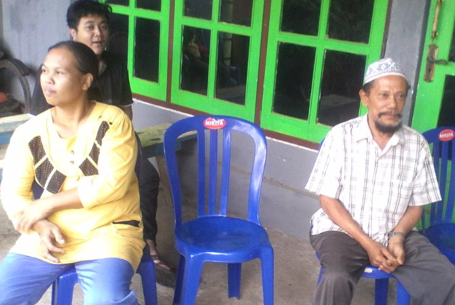 Antrian warga di TPS 05