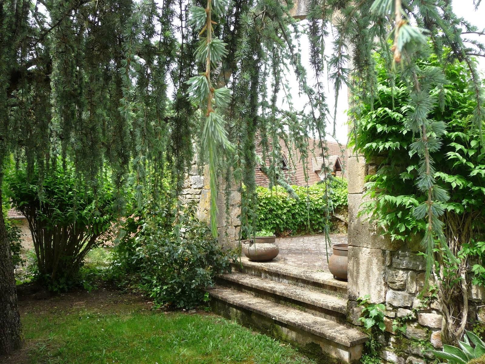 A garden in Autoire