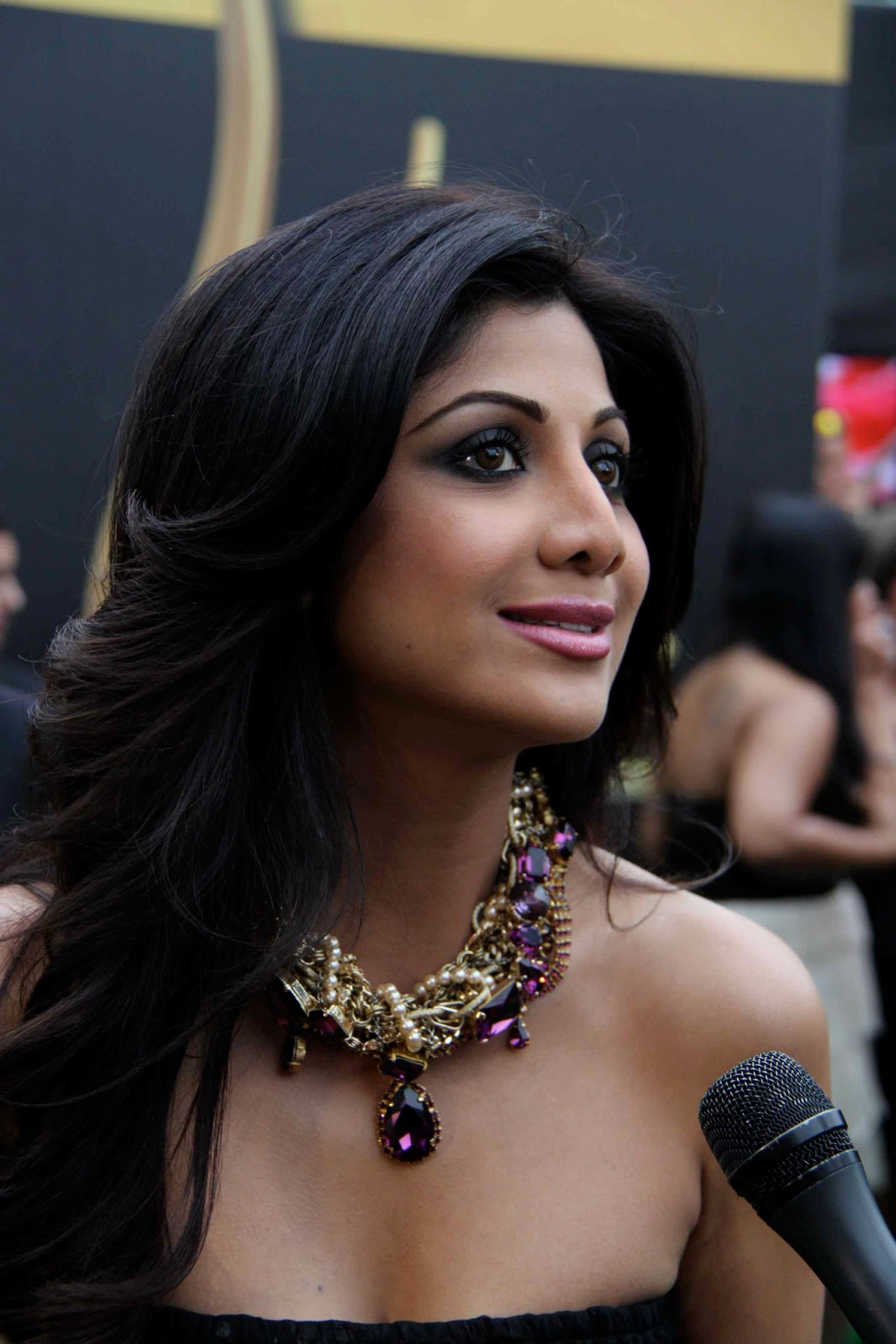 Shilpa Shetty Hq Images Looks Attractive