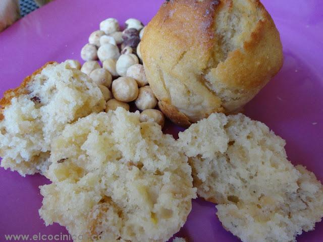 Muffins de plátanos y avellanas