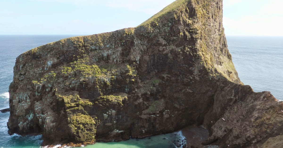 Fair Isle: Sheep Rock... Almost an Isle of it's own.