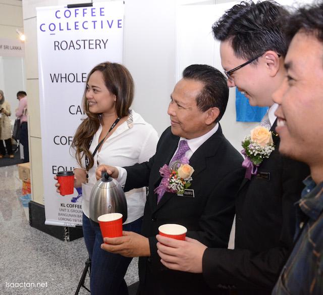 Yang Berbahagia Dato' Dzulkifli Mahmud given a tour of Cafe Malaysia 2016